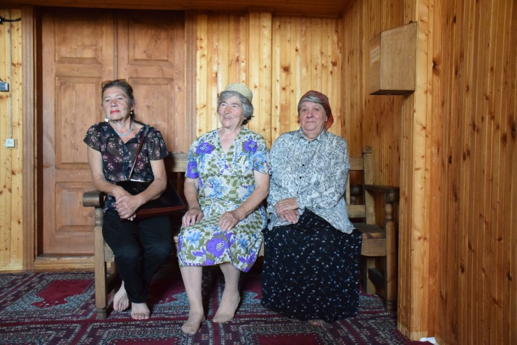 Women of Keturiasdesimt Totoriu.JPG