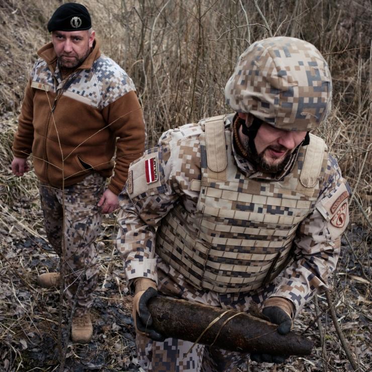 Latvian EOD techs dispose of Russian artillery shells found in Zvārde.