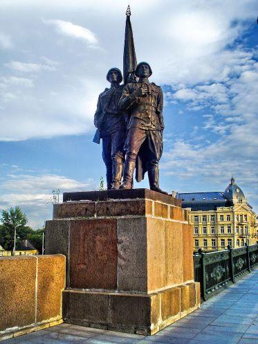 800px-Green_Bridge_in_Vilnius3.jpg